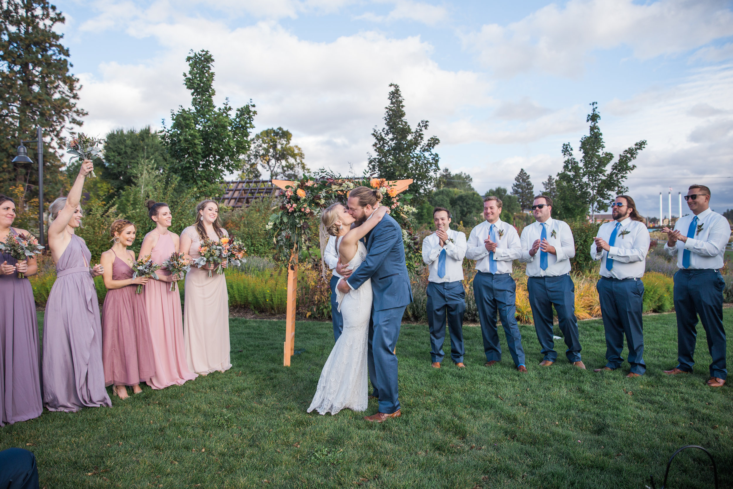 bend, oregon wedding photographer you may now kiss the bride