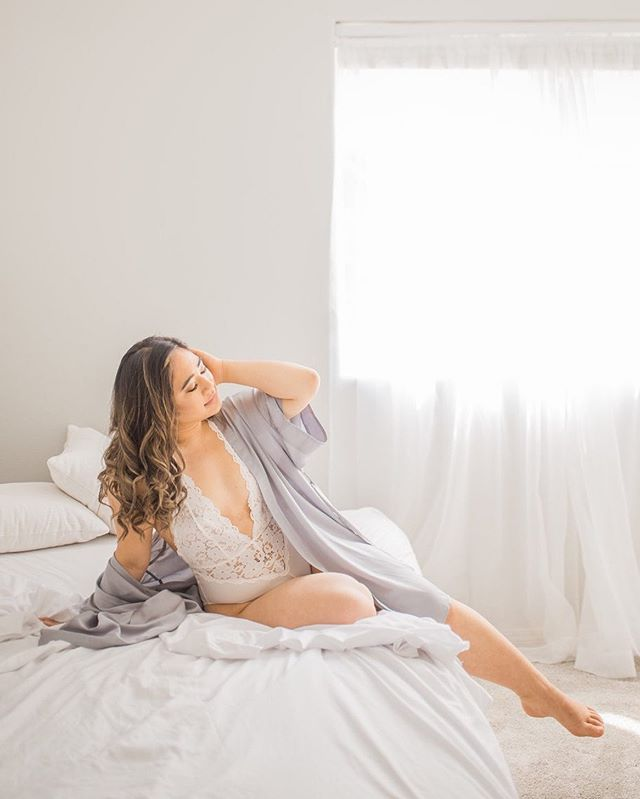 Hello gorgeous 😍 I have a few bridal boudoir sessions coming up, and I'm so excited! They're definitely one of my favorite sessions to photograph right now. ⠀⠀⠀⠀⠀⠀⠀⠀⠀ If you're wanting to squeeze in some boudoir before your wedding, I have 1 or 2 availabilities in the next couple months! DM me for more info 😊  #bridalboudoir #lovely #boudiorphotography #somethingboudoir #studiophotography #2019bride #engaged #bridalgoals #boudoirbeauty #vancouverwaboudoirphotography #bridalrobes #bridallingerie