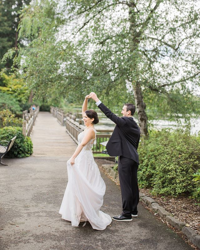 a twirl to make the best day ever that much better 💕⠀⠀⠀⠀⠀⠀⠀⠀⠀ ⠀⠀⠀⠀⠀⠀⠀⠀⠀ ⠀⠀⠀⠀⠀⠀⠀⠀⠀ ⠀⠀⠀⠀⠀⠀⠀⠀⠀ ⠀⠀⠀⠀⠀⠀⠀⠀⠀ ⠀⠀⠀⠀⠀⠀⠀⠀⠀ #valentiaproductions #oregonweddingphotographer #beautifulbride #isntshelovely #greenweddingshoes #weddingdress #brideandgroom #authenticweddings #letsgetmarried #weddingphotographer #summerwedding #firstlook #oregonwedding #belovedstories #bestdayever