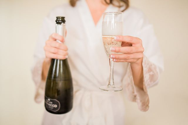 Cheers to the weekend! 🥂⠀⠀⠀⠀⠀⠀⠀⠀⠀ ⠀⠀⠀⠀⠀⠀⠀⠀⠀ #bridegettingready #popthebubbly #weddingemotions #brideportrait #brideandgroomphotos#weddingpictures #instabrides  #happybride #bridalprep