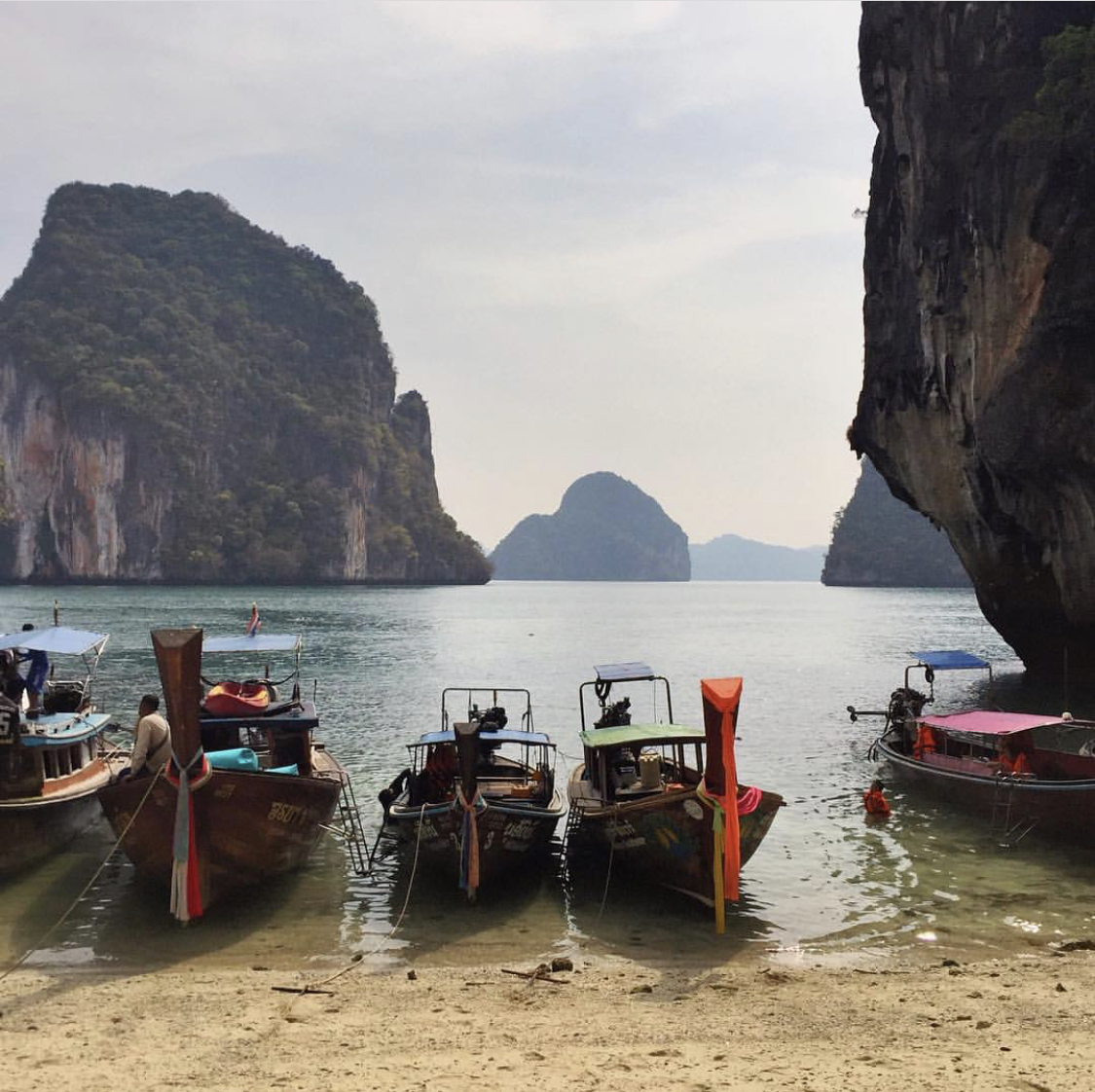 Island Hopping in Thailand, Done Right (Departures)   From Bangkok to Chiang Mai, there are plenty of incredible places to visit on the mainland, but a trip to Thailand wouldn't be complete without visiting at least one or two of the islands