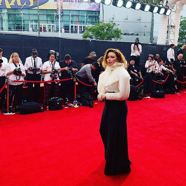 Red carpet madness...#creativeartsemmys