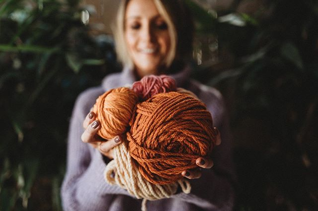 Perfect day to cosy up with some wool 🍂🧶 beautiful photo 📸 by my girl @pollyjanephotography 🧡