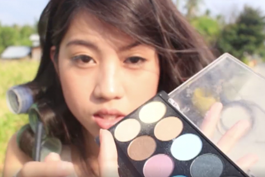 Make up Tutorial in a Jeepney - Trending Posts of March