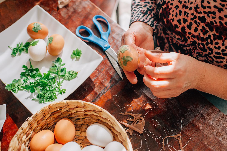 easter-eggs-organic-dye-onion-peels-elena-wilken23.jpg