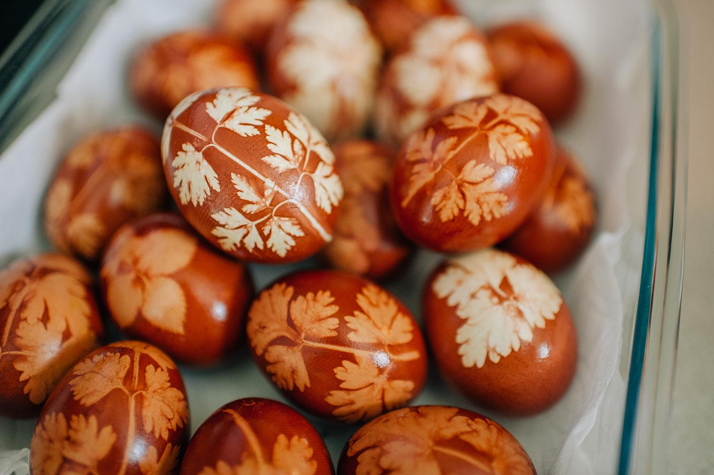 easter-eggs-organic-dye-onion-peels-elena-wilken1.jpg