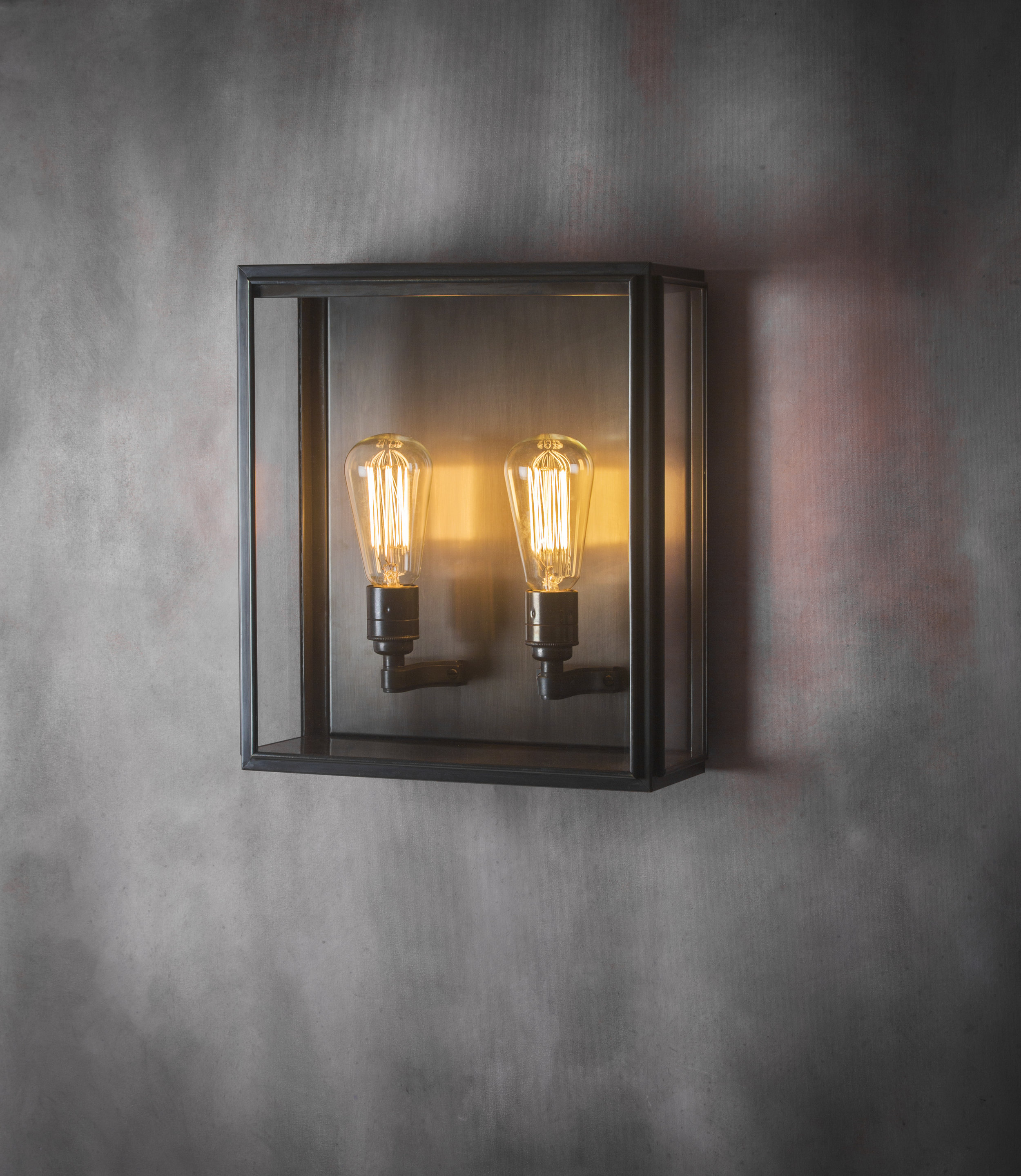 Cedar Medium Wall Light (Bronze)