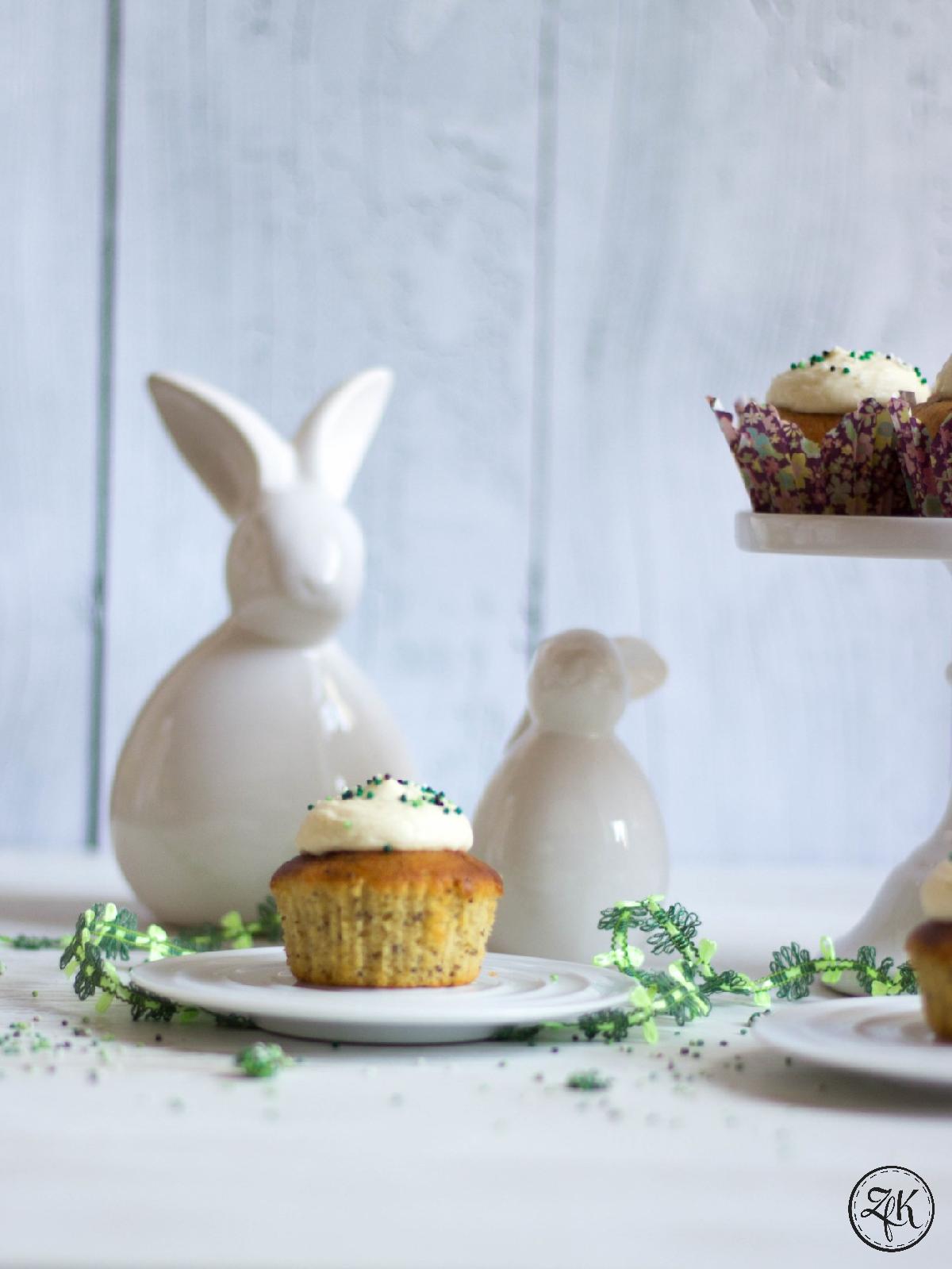 Saftige Cupcakes mit Lemoncurd und Mohn