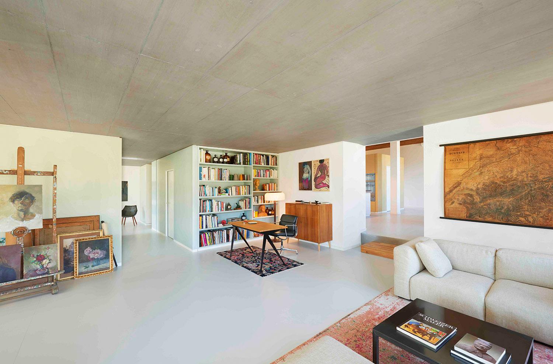 Loft Spinnerei, Wohnzimmer, Tisch Vitra, Stuhl Vitra, Sofa Cassina