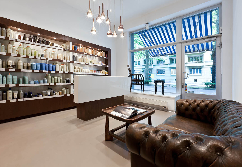 Gestaltung Aveda Zürich, Wartebereich, Sofa Chesterfield
