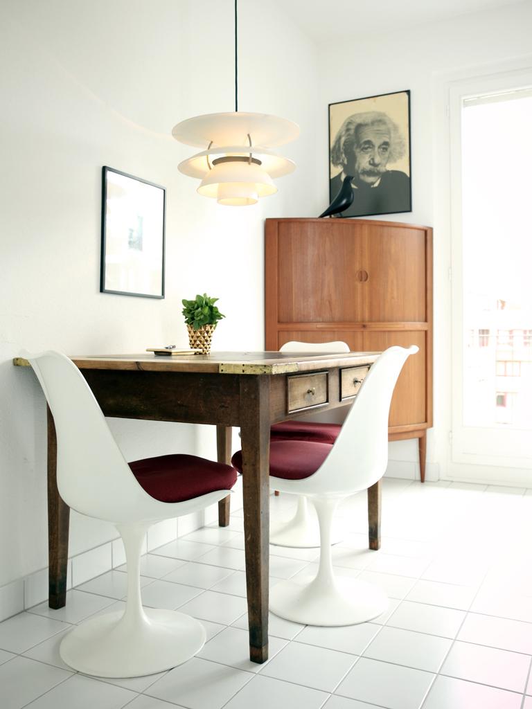 Home Staging, Küche nachher, Stühle Eero Saarinen, Lampe Louis Poulsen