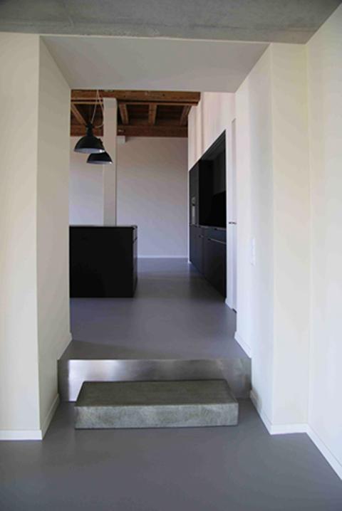 Loft Spinnerei, Splitlevel, fugenloser Boden, Stufe Betonelement