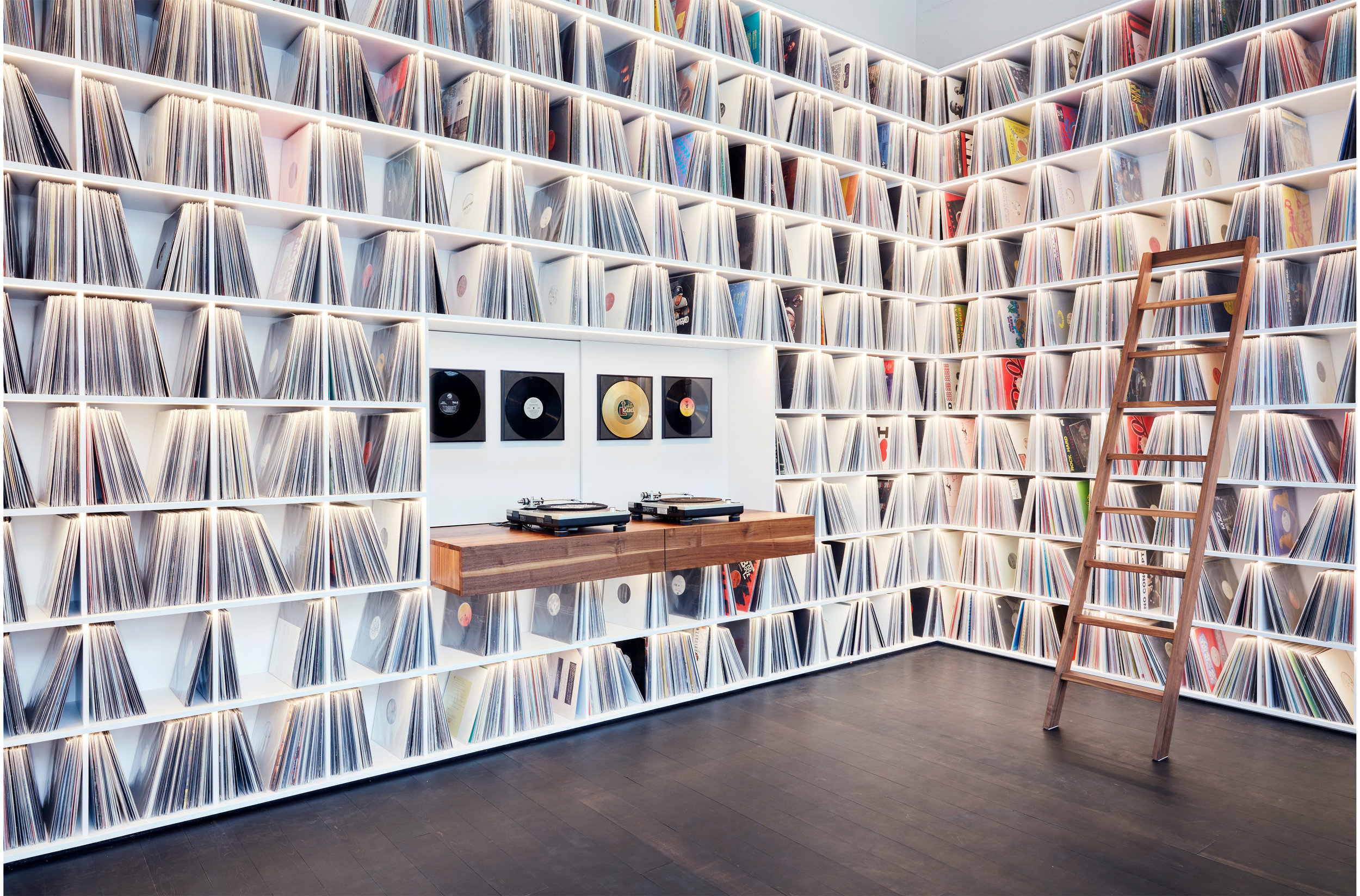 1_Record room_Loft Horgen_Mia Kepenek_foto ©Simone Vogel_4714.jpg