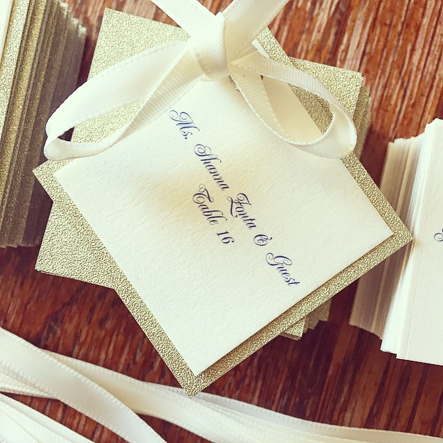 Love these gold glitter favor tags!