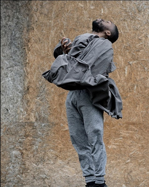 Something's wrong. Can't get out of bed, can't concentrate, can't shake the mounting tension... Fusing hip hop & spoken word @lanremalaolu's ELEPHANT IN THE ROOM explores the mental health crisis & toxic masculinity. 5 & 6 April @camdenpeoplestheatre 👇book now!