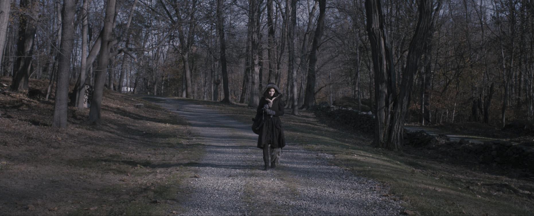 01_Asenna_walking_1.jpg