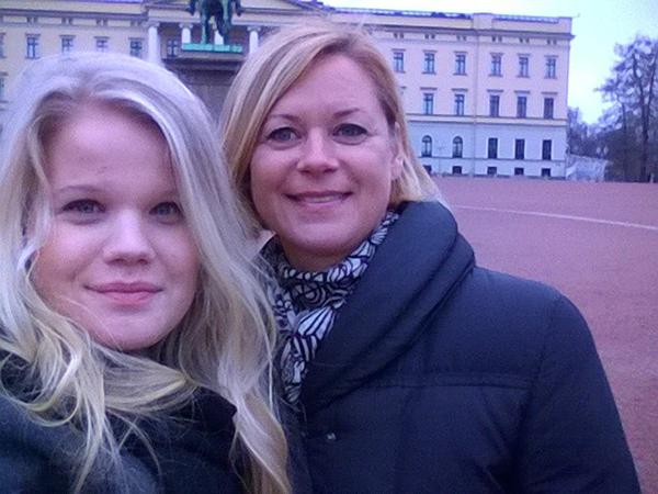 Emilia and her mother in Oslo in 2014, they traveled there to see The Chicks Live and will do so again in 2016, but this time to London!
