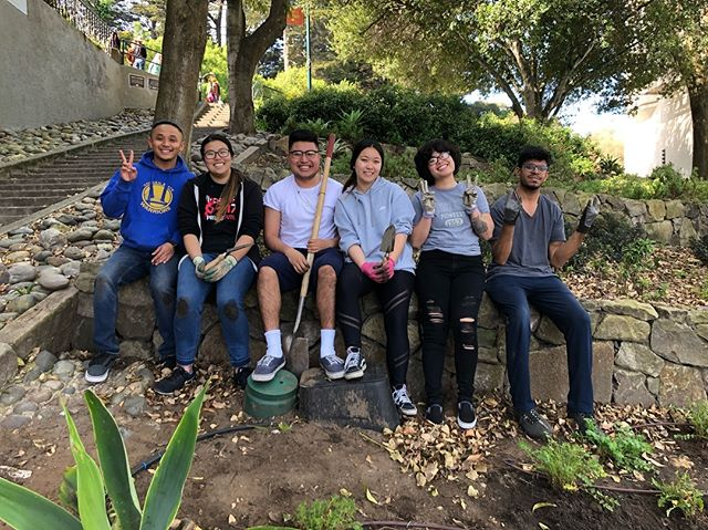 Special thanks to our volunteers from Service Vice Presidents, Cal State East Bay for helping out at Adah's Stairway this weekend!  Nature in the City has a lot of exciting events coming up soon... Visit the link in our bio to read about them in our Spring Equinox Newsletter!  #natureinthecity #sanfrancisco #adahsstairway