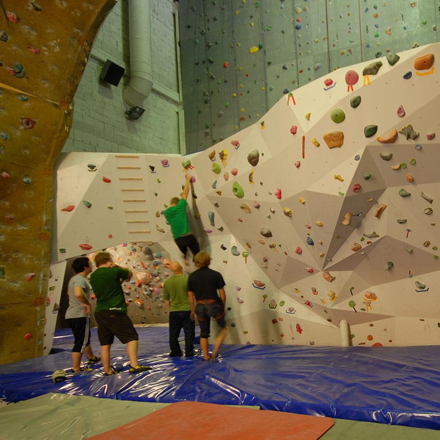 NYBEGYNNERKURS  Kurs for deg som har lyst til å begynne med klatring.