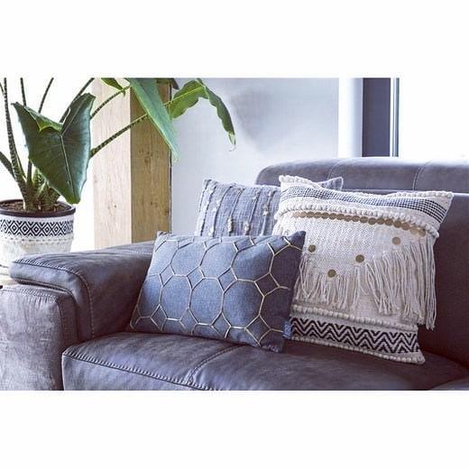 #urban #interior #design #shabbychic #marble #marmor #copper #fabrics #pillow #cushion #interiordesign #interiorliving #home #decor #inneneinrichtung #tapezierer #salzburg #österreich #habufa #hendersandhazel #dutch #netherlands #table #sidetable #vase #flower #showroom #austria #inspire_me_home_decor #interiorhints