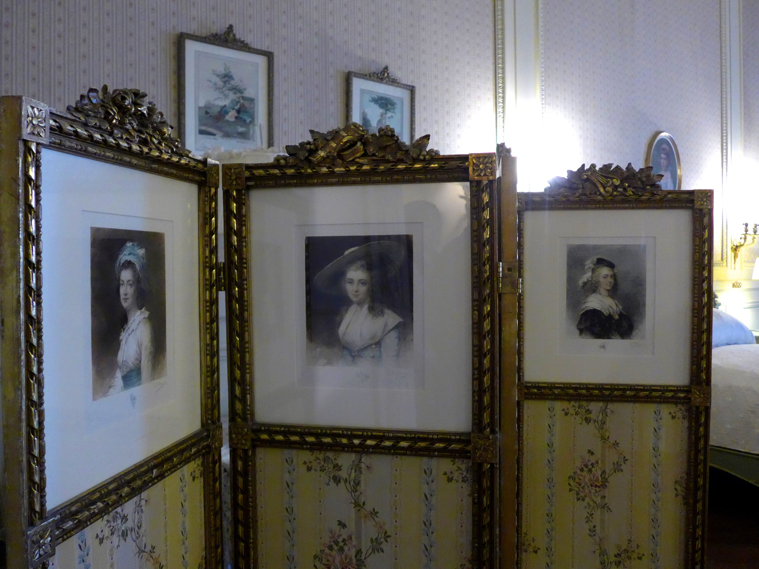 There was lots of great use of dressing screens. I love the idea of using them to display photos.