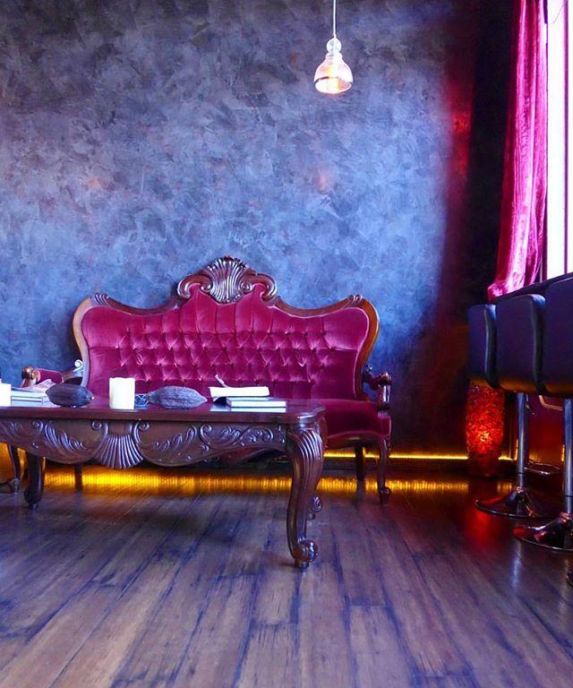 #tbt to the best chocolate lounge. . . . . . . #sedona #arizona #chocolate #cacao #cbd #lulus #luluschocolatelounge #interior #interiordesign #sofa #furniture #furnituredesign #purple #travel #vacation #lifestyle #luxury #luxurylifestyle #boston #bostonblogger #mensblog #leica