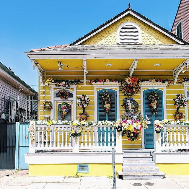 I'll take one yellow house with flowers please #OneTimeInNOLA