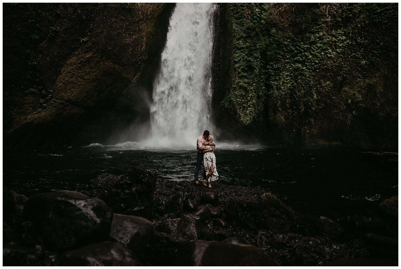 wahclella-falls-engagement_0005.jpg
