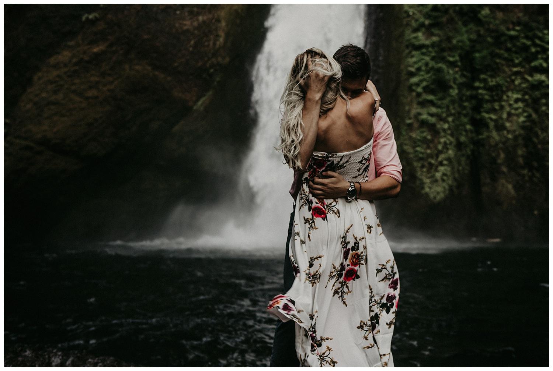 wahclella-falls-engagement_0006.jpg
