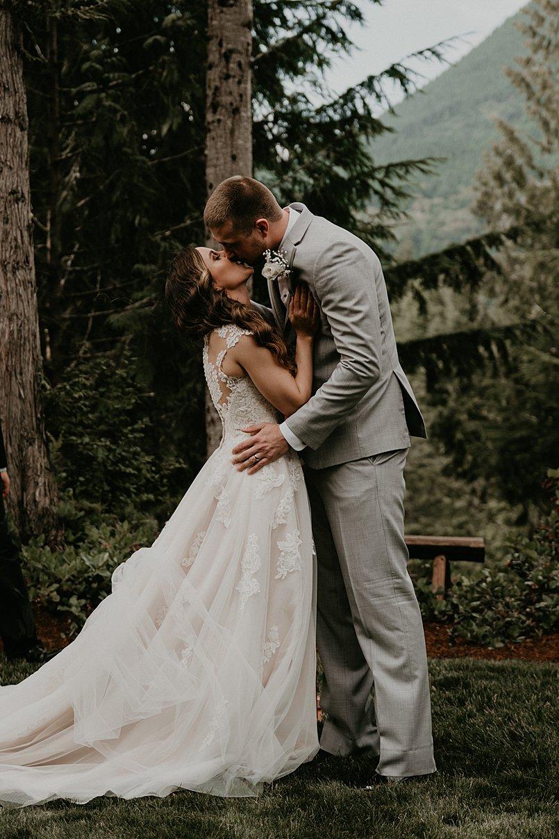intimate-backyard-wedding_0007.jpg