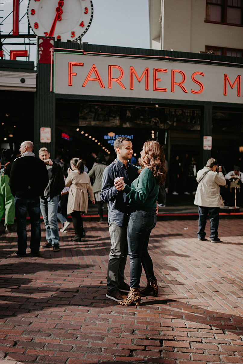 downtown-seattle-engagement-session_0004.jpg
