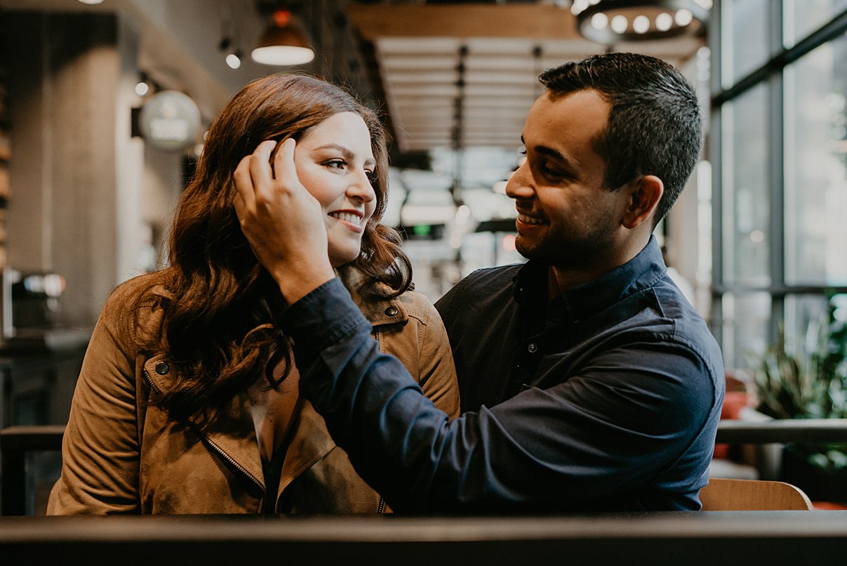downtown-seattle-engagement-session_0016.jpg
