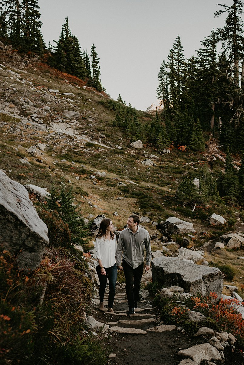 hiking-engagement-session_0010.jpg