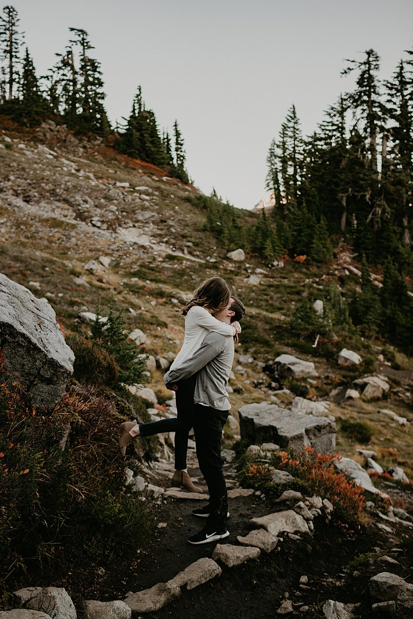 hiking-engagement-session_0011.jpg