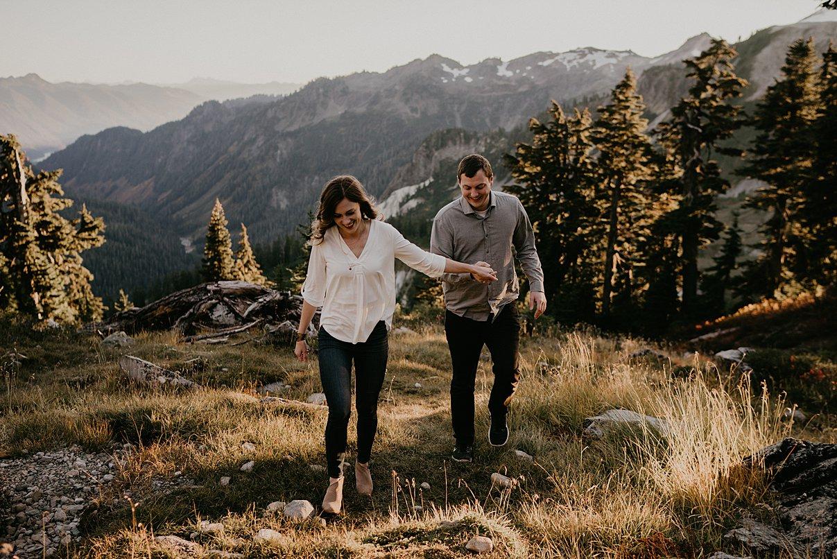 hiking-engagement-session_0020.jpg