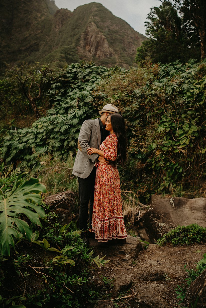 maui-engagement-session-iao-valley_0008.jpg