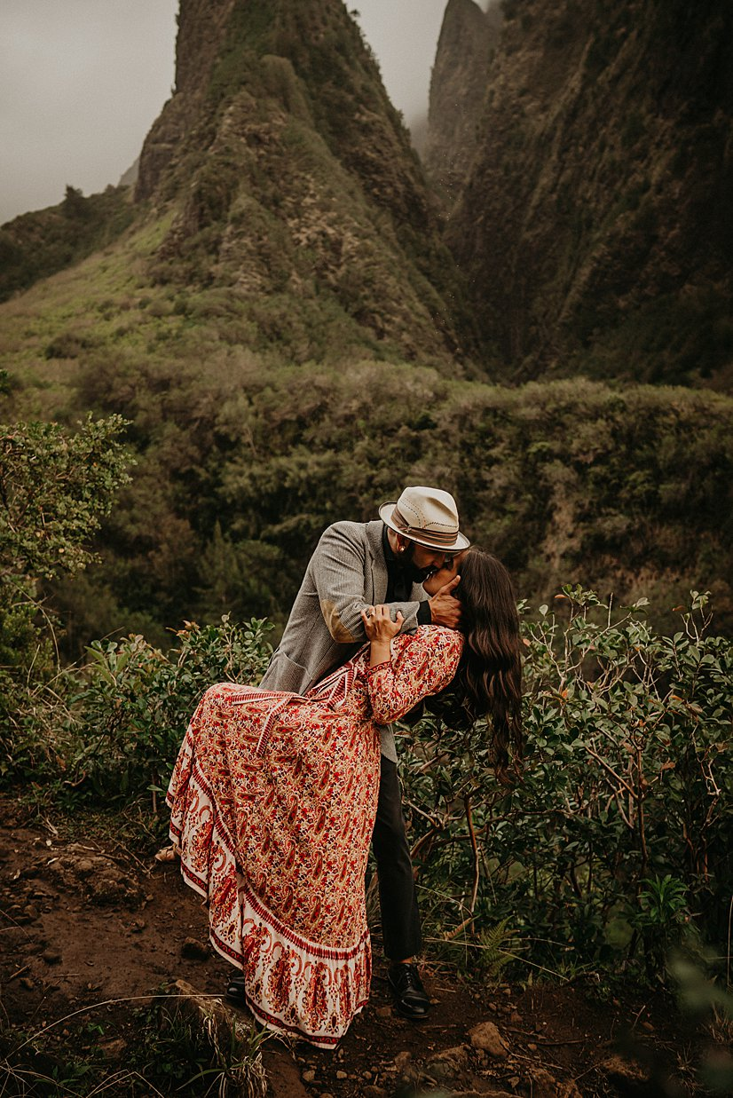 maui-engagement-session-iao-valley_0000.jpg