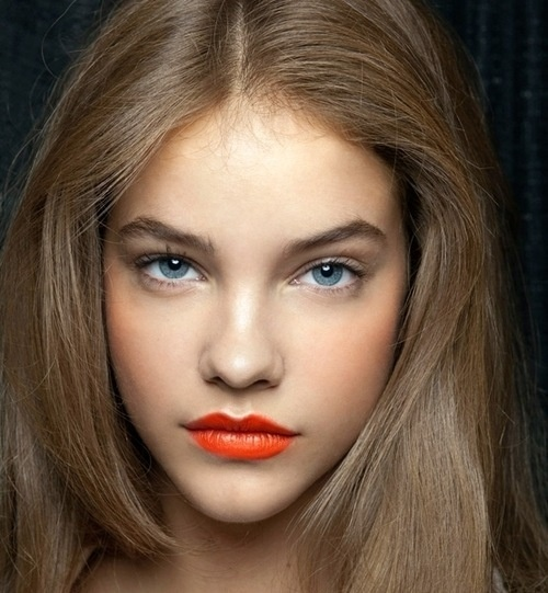 Click here to shop the VEGAS VOLT coral lip color from MAC.