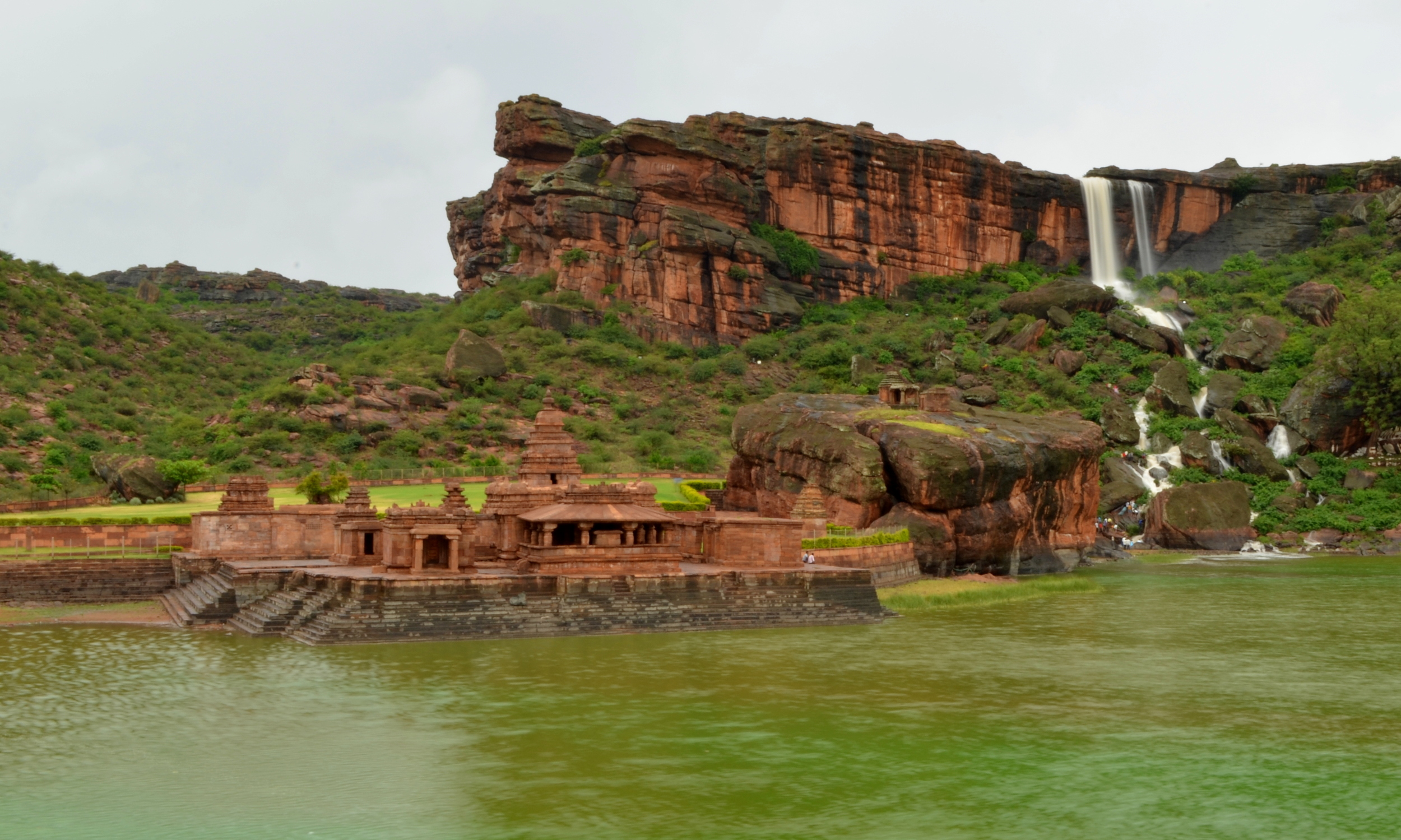 View_of_Bhutanatha_temple_in_Badami_during_monsoon.jpg