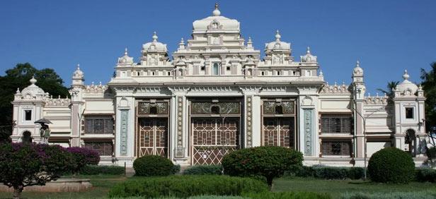 The Jaganmohan palace, where Krishnamāchārya codified modern postural yoga.