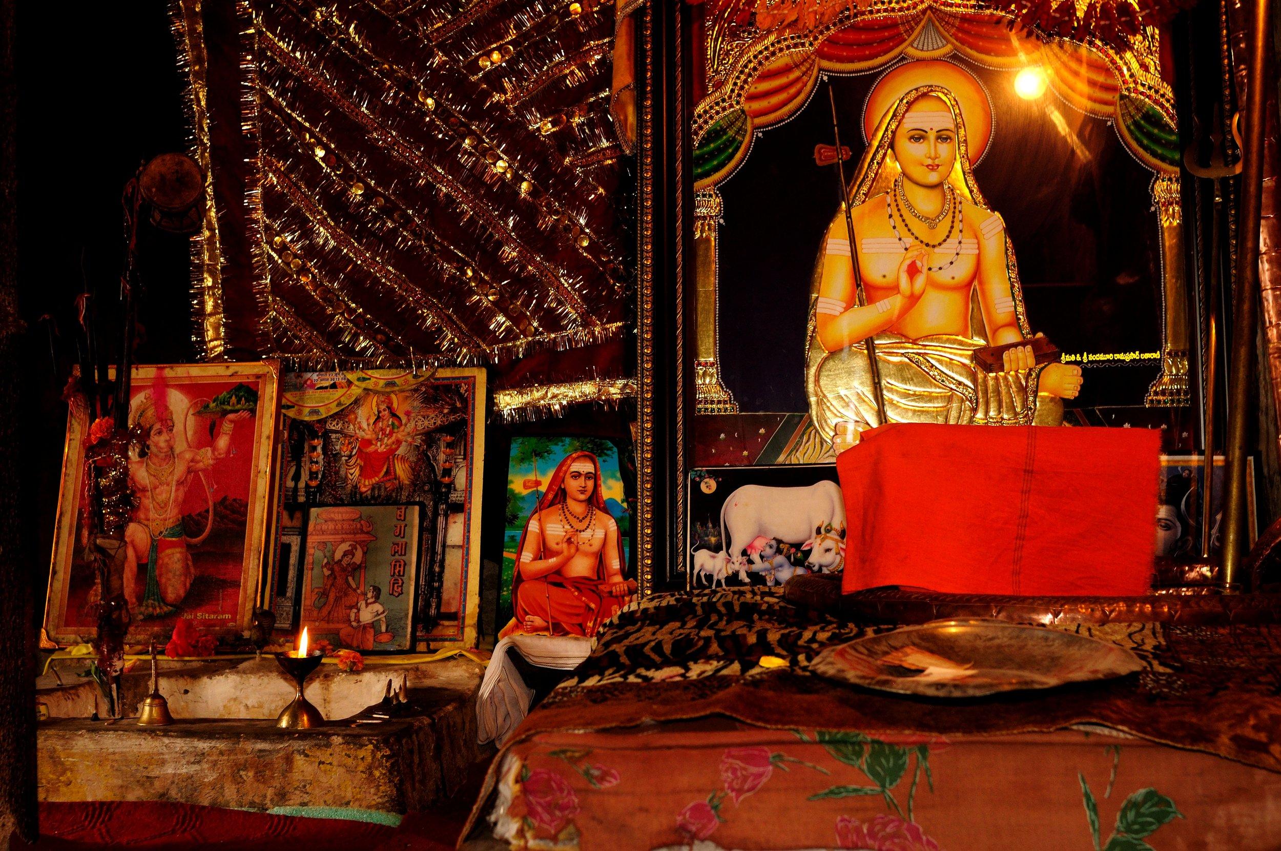 Shankaracharya temple inside.jpg