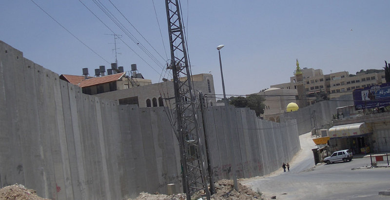 Barrier Wall Separating Israel from the West Bank. By Zero0000,    https://commons.wikimedia.org/w/index.php?curid=201840