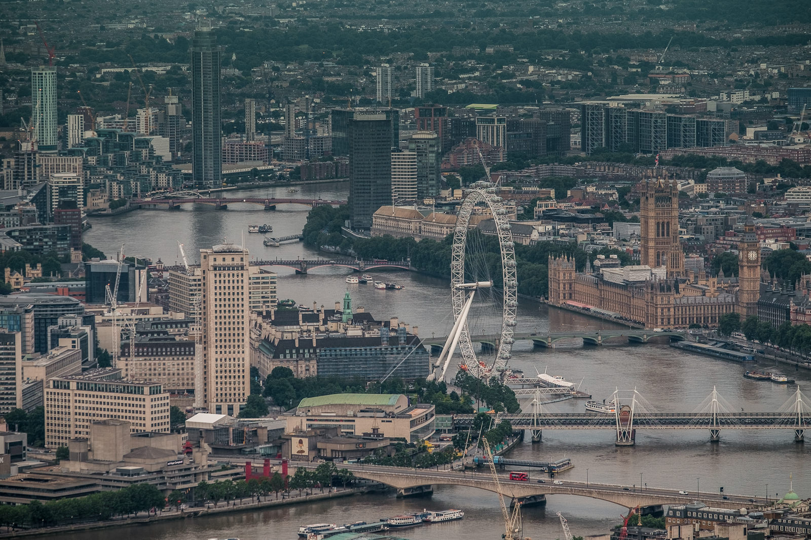 London Eye and Westminster, ISO400 50-140mm f5.6 1/250s