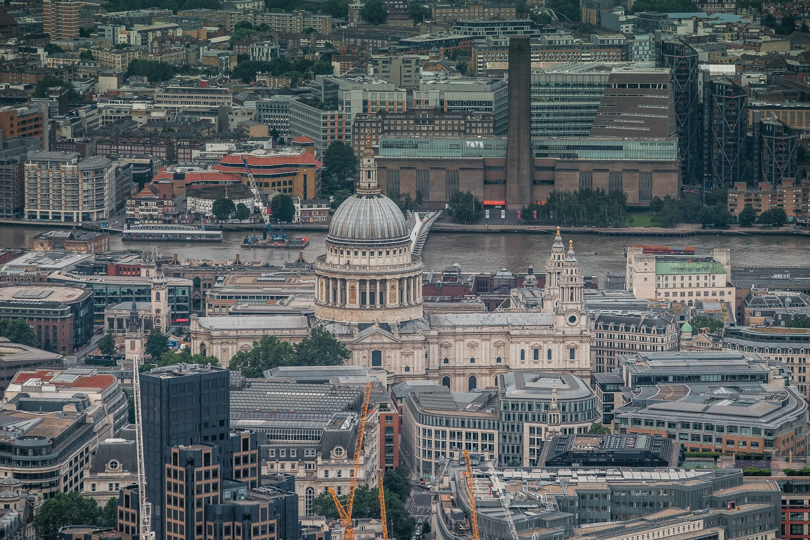 St Paul's Cathedral and Tate Modern. ISO500 50-140mm f5.6 1/250s