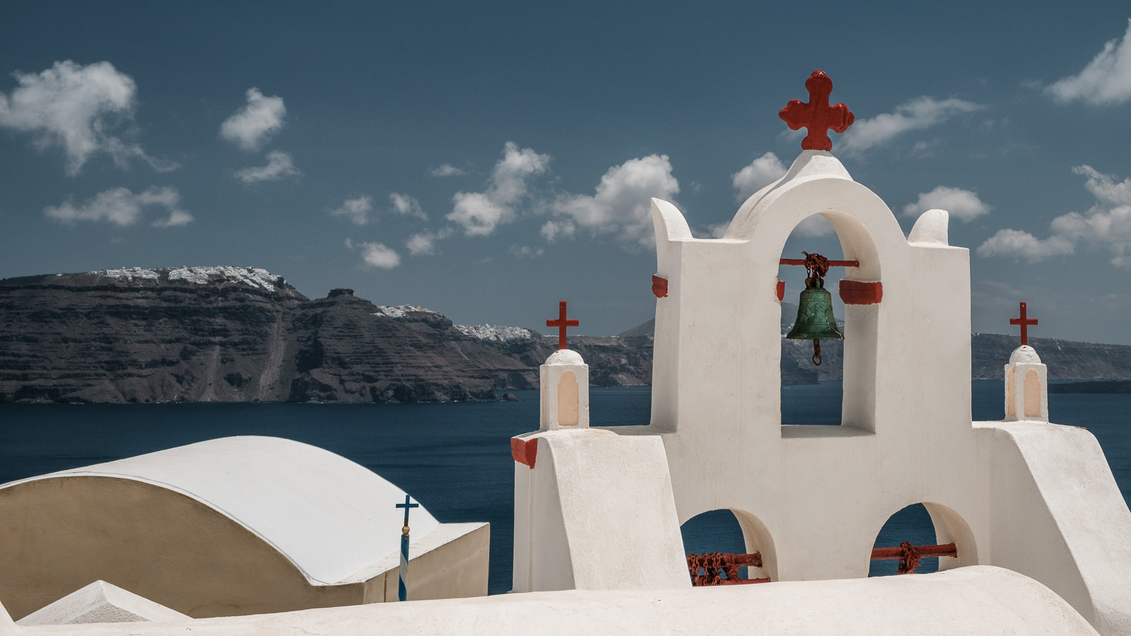 Church in Oia and view towards Imerovigli and Fira