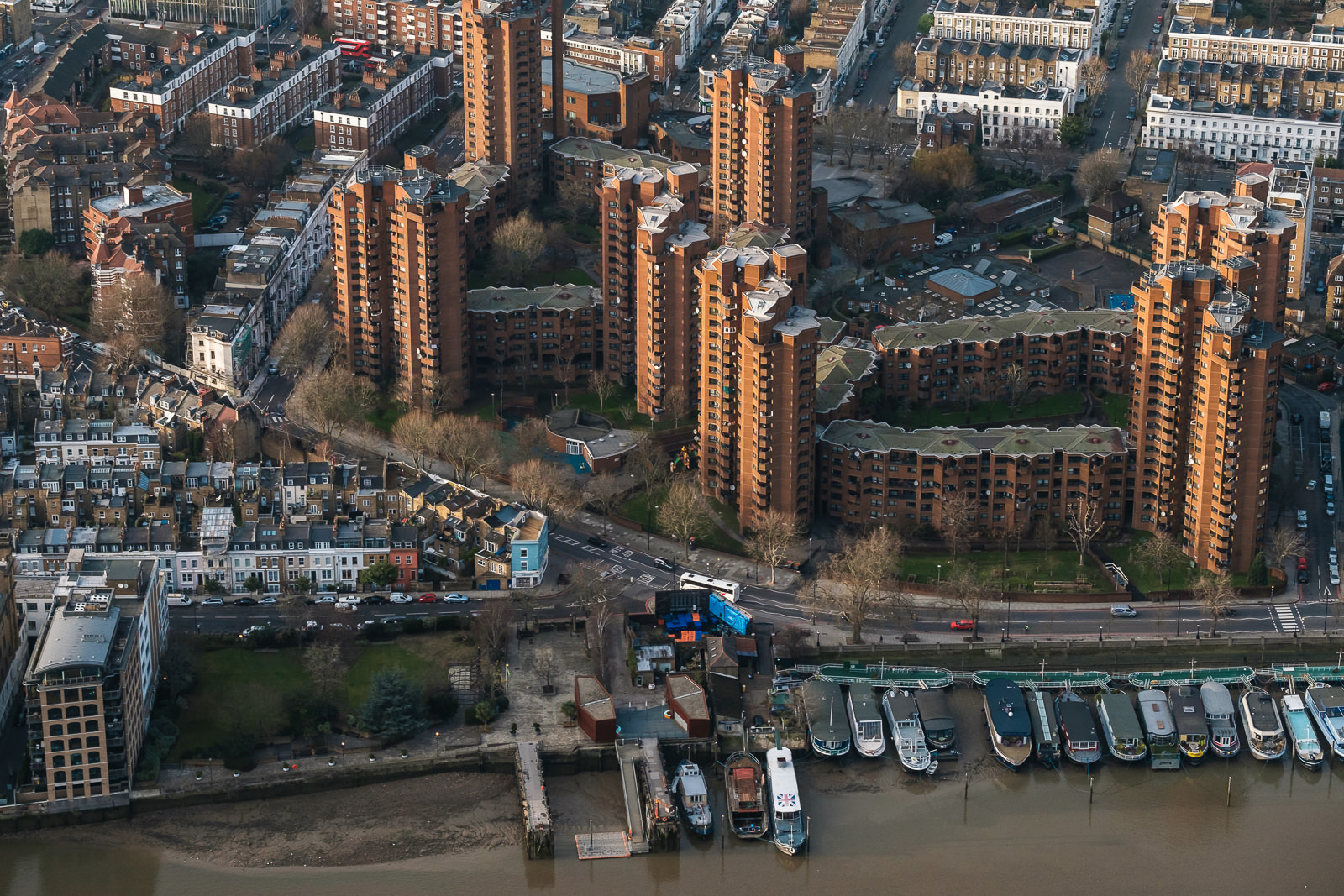Worlds end estate, Chelsea; X-T2 ISO800 50-140mm f5.0 1/1000s