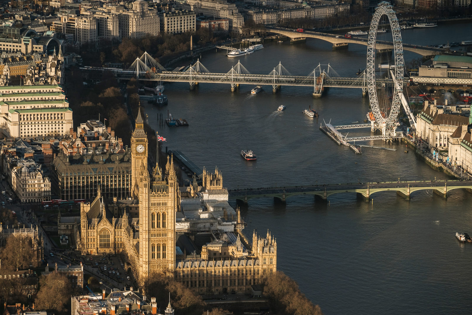Palace of Westminster - House of Parliament, Bridge and London Eye; ; X-T2 ISO200 50-140mm f3.6 1/1000s