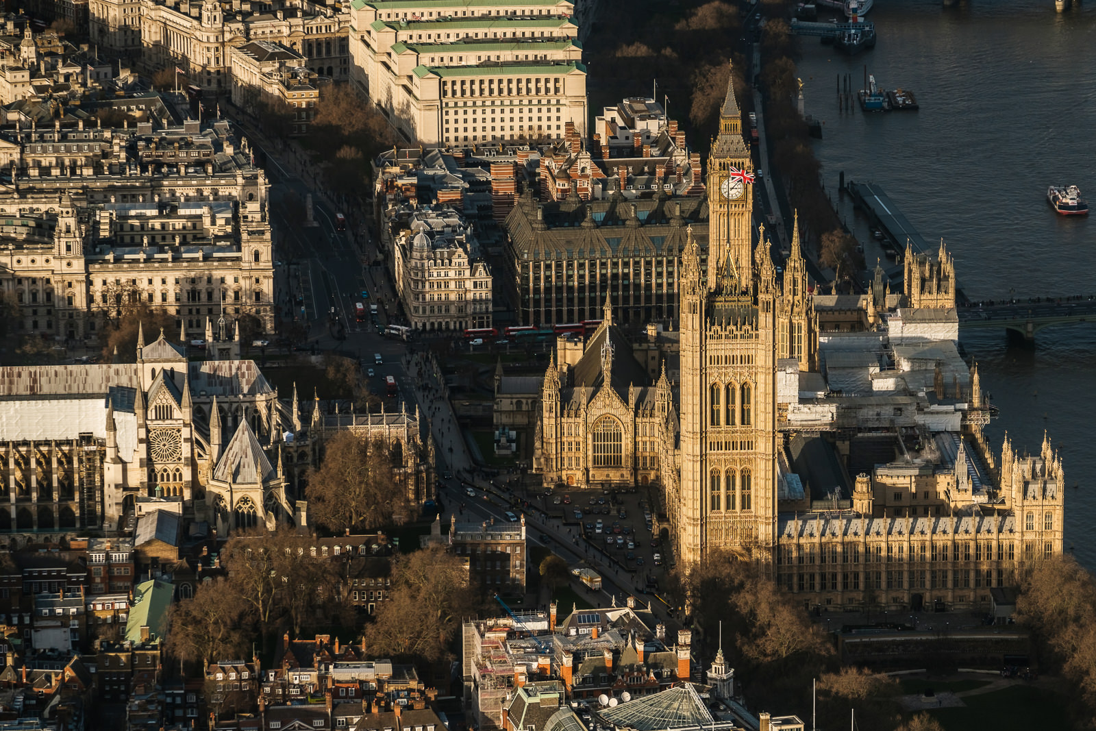 Palace of Westminster - House of Parliament; X-T2 ISO200 50-140mm f3.6 1/1000s