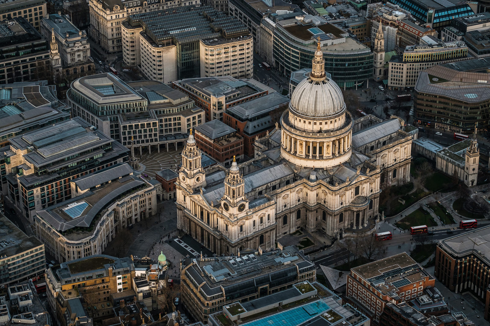 St. Paul's cathedral; X-T2 ISO320 50-140mm f3.6 1/1000s