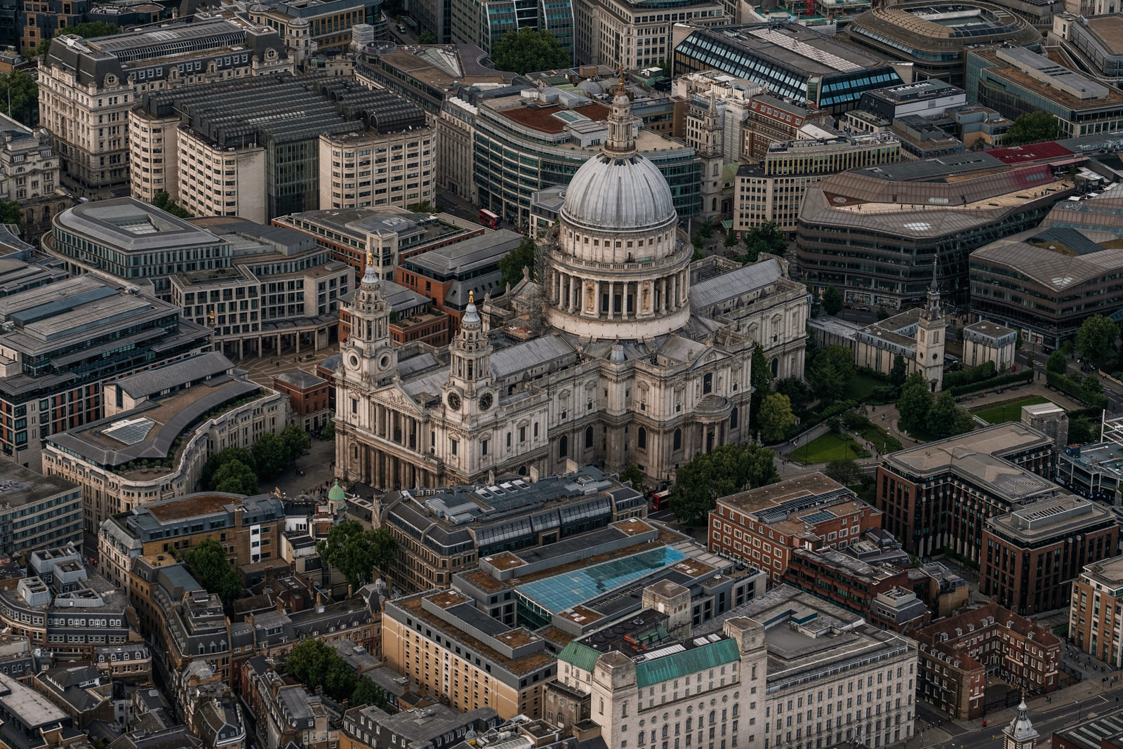 St. Paul's Cathedral - with 50-140mm f2.8 @115mm, f2.8, iso400, 1/1000swith 50-140mm f2.8 @64mm, f4.5, iso200, 1/1000s